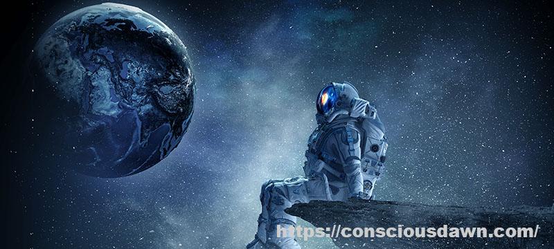 宇宙から地球を眺める人間